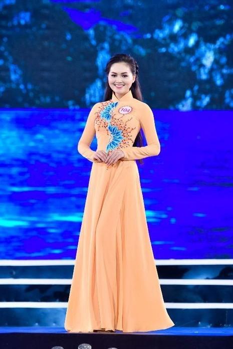 Trần Thị Thu Hiền cao 1m68, có gương mặt và nụ cười ngọt ngào như Hoa hậu Diễm Hương