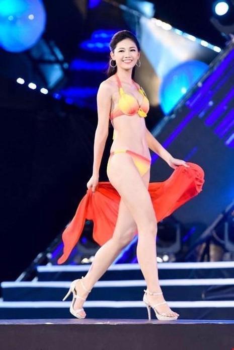 Với lợi thế cao 1m80 và sở hữu ba vòng: 81-62-99, Ngô Thanh Thanh Tú được xem là ứng cử viên sáng giá nhất cho vương miện Hoa hậu Việt Nam 2016