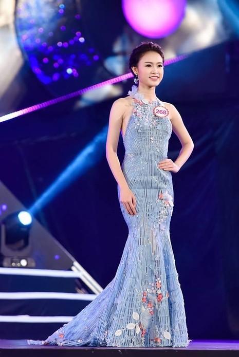 Ngọc Vân đạt giải người đẹp hình thể tại cuộc thi Duyên dáng Ngoại thương năm 2015