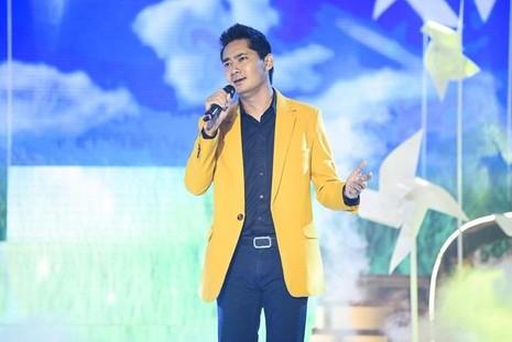 Diễn viên Minh Luân về nhì (79,50 điểm) chỉ xếp sau Quý Bình 0,25 điểm.