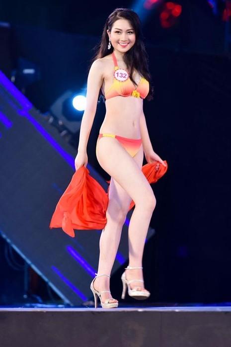 Phùng Lan Hương cao 171cm, nặng 56kg
