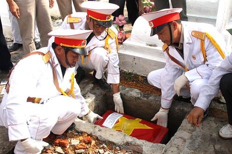 Đón liệt sĩ về nghĩa trang quê nhà sau 46 năm hy sinh - ảnh 2