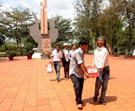 Đón liệt sĩ về nghĩa trang quê nhà sau 46 năm hy sinh - ảnh 3