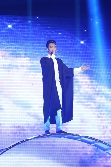 Đặng Tuấn Phương - học trò Tùng Dương - mang đến ca khúc Độc đạo, kết hợp giữa dân gian đương đại với rock. Tuấn Phương về thứ ba với lượng bình chọn là 15,24%. Ảnh: Ngoisao.net.