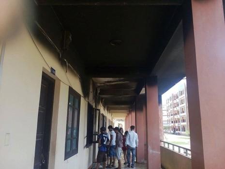 Ký túc xá phát hỏa, sinh viên tháo chạy - ảnh 1