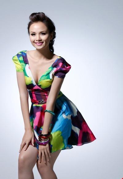 Thành tích cao nhất của Diễm Hương là Hoa hậu Thế giới Người Việt. Sau đó, Diễm Hương đại diện Việt Nam dự thi Miss Earth 2010.