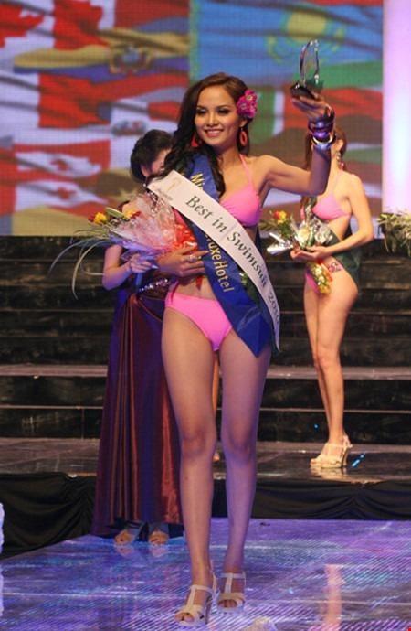 Diễm Hương đã ghi tên mình vào danh sách 87 người đẹp nhất cạnh tranh cho danh hiệu Miss Grand Slam 2010. Tuy nhiên cô cũng không lên ngôi cao nhất tại cuộc thi Hoa hậu Trái đất (Miss Earth) 2010 mà Việt Nam là chủ nh