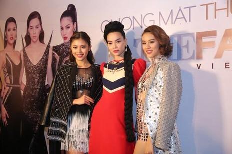Hồ Ngọc Hà xuất hiện cùng hai học trò Chúng Huyền Thanh và Phí Phương Anh (bên phải). Ảnh Ngôi sao.