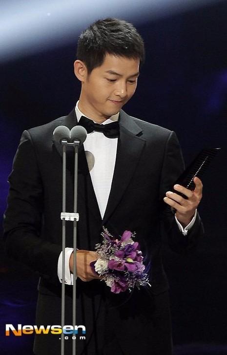 Tuy nhiên, nữ diễn viên chính Song Hye Kyo không đi cùng Song Joong Ki để dự sự kiện.