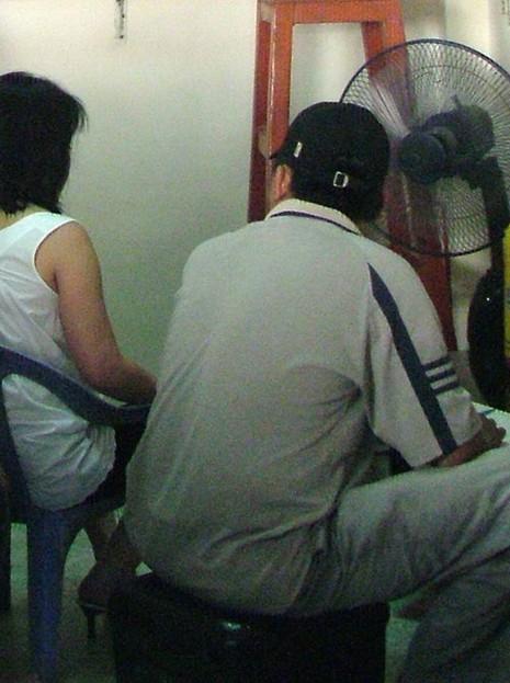 Truy bắt nhóm chém người, cướp tiền ở chợ Bình Tây - ảnh 2
