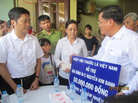 Bộ trưởng Công thương thăm gia đình anh Nguyễn Kim Danh - ảnh 8