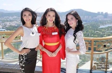 Theo TNO, tân Nữ hoàng du lịch quốc tế 2016 Anu Namshir là bạn cùng phòng với Lan Khuê tại cuộc thi Hoa hậu Thế giới (Miss World 2015) cùng Lan Khuê (bên trái). Ảnh Lan Khuê cung cấp.