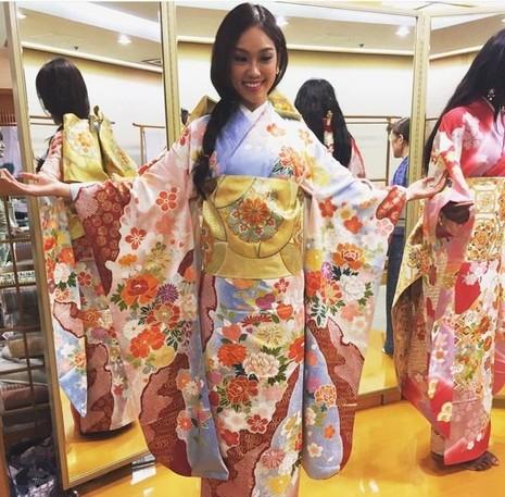 Ngày 12-10, các thí sinh đã có buổi thử trang phục truyền thống Nhật Bản, tập làm sushi và tham quan tòa nhà cao nhất trong TP. Ảnh: ZING