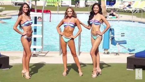 Ngày 14-10 (giờ Las Vegas, Mỹ), Nguyễn Thị Loan (phải) cùng các người đẹp Miss Grand International bước vào phần thi trình diễn áo tắm. Ảnh VNE