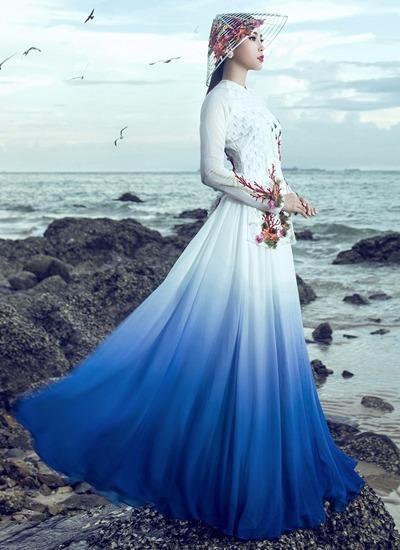 Trang phục do Nguyễn Minh Công, nhà thiết kế 20 tuổi, thực hiện. Ảnh VNE