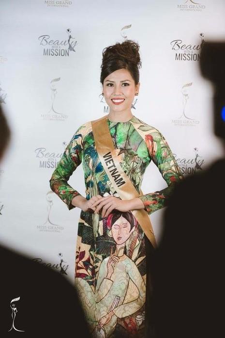 Nguyễn Thị Loan trong trang phục áo dài. Ảnh NLĐO