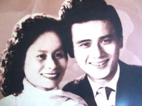 NSƯT Phạm Bằng và vợ. Ảnh ZING