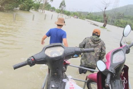 Quảng Nam: Thủy điện xả nước, dân hạ du lo lắng - ảnh 4