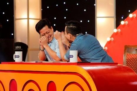 Em làm khán giả cười nghiêng ngả và khiến giám khảo Trấn Thành và Trường Giang bật khỏi ghế để cười. Ảnh: ZING