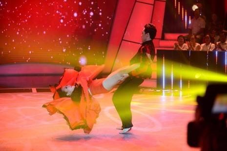 Tố Tố và Đình Lộc biểu diễn tại chung kết. Ảnh: TTO