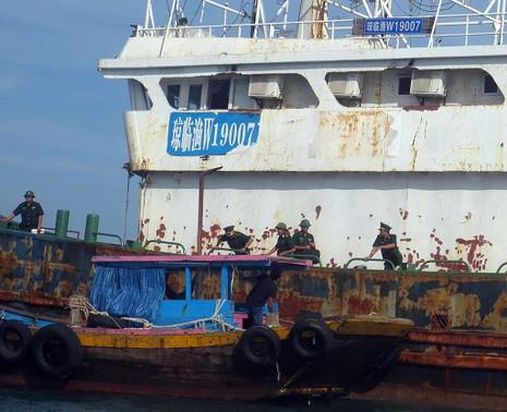Làm rõ con tàu Trung Quốc bí ẩn trôi trên biển - ảnh 2