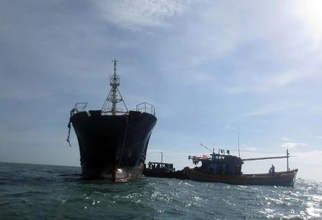 Làm rõ con tàu Trung Quốc bí ẩn trôi trên biển - ảnh 3