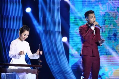 """HLV Giáng Son phải chia sẻ rằng sở trường của Phạm Hồng Phước với ca khúc """"Cha già rồi đúng không?"""" là làm cho khán giả khóc. Ảnh BTC"""