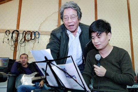 Nhac si Pho Duc Phuong huong dan Thu Phuong xu ly ca khuc hinh anh 4