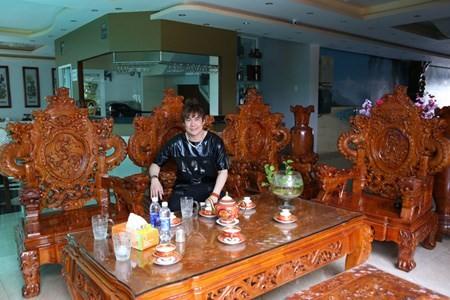 Biet thu hoanh trang cua ca si Khanh Phuong bi to lua tinh-Hinh-4
