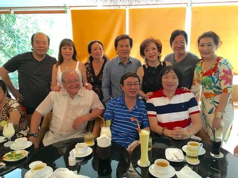 Các nghệ sĩ đoàn Kim Chung họp mặt nghe NSƯT Thanh Sang kể chuyện tiếu lâm, một buổi sinh hoạt thật ấm cúng của ông với các đồng nghiệp sân khấu
