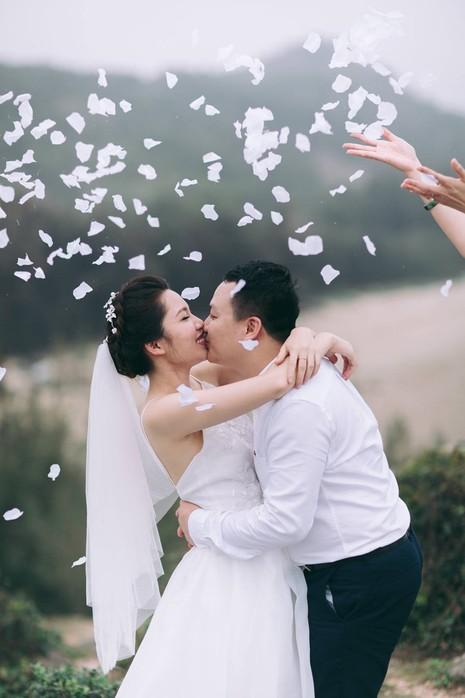 Cặp đôi chụp ảnh tái hiện 100 năm lễ cưới Việt Nam  - ảnh 20