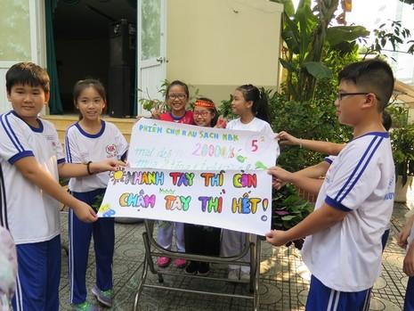 Độc đáo: Nhộn nhịp hội chợ rau sạch của học sinh tiểu học - ảnh 11