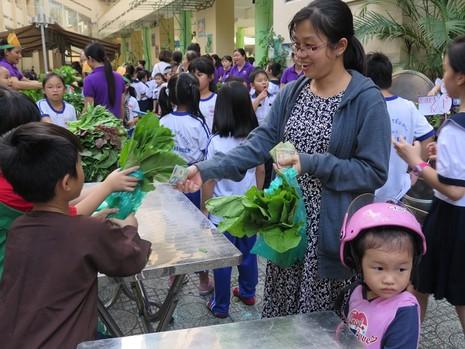 Độc đáo: Nhộn nhịp hội chợ rau sạch của học sinh tiểu học - ảnh 16