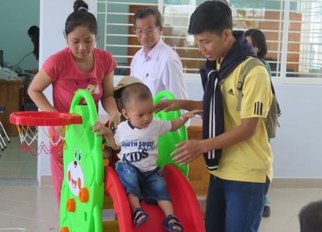Trường mầm non lúng túng nhận giữ trẻ ngoài giờ - ảnh 1
