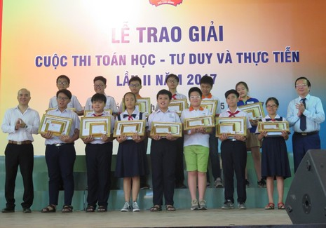 Tuyên dương 117 học sinh xuất sắc cuộc thi toán học - ảnh 1