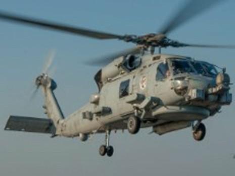 Máy bay Iran lượn sát trực thăng vũ trang Mỹ - ảnh 1