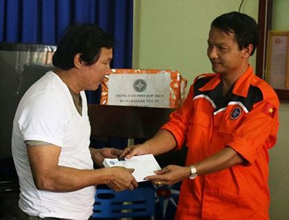 Cứu 36 thuyền viên trên tàu Quảng Nam bị nạn ở Trường Sa - ảnh 2