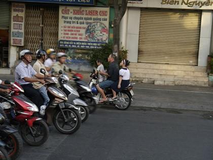 Ngày đầu tiên xử phạt việc đội mũ bảo hiểm với trẻ trên 6 tuổi - ảnh 5
