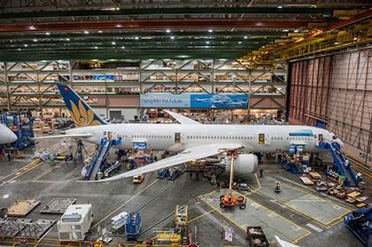 Máy bay hiện đại nhất của Vietnam Airlines đã lắp ráp thành công - ảnh 1