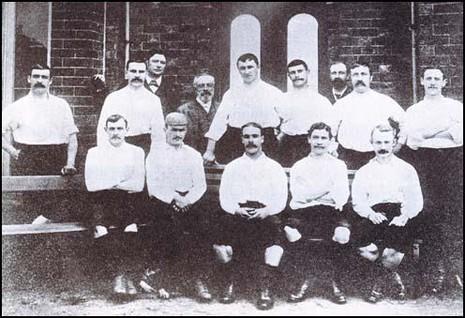 """Những đội bóng """"vô đối"""" trong lịch sử bóng đá Anh - ảnh 1"""
