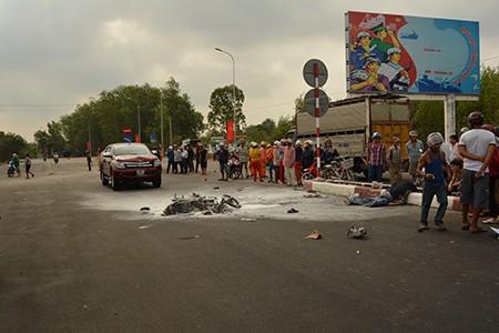Tai nạn giao thông khiến xe máy bốc cháy, người điều khiển xe tử vong - ảnh 1