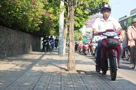 Người Sài Gòn toát mồ hôi đến chỗ làm sau kỳ nghỉ lễ - ảnh 7