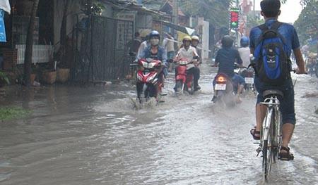 Mưa lớn, nhiều tuyến phố ở Cần Thơ ngập nặng - ảnh 7