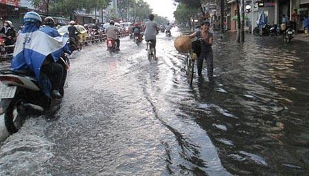 Mưa lớn, nhiều tuyến phố ở Cần Thơ ngập nặng - ảnh 11