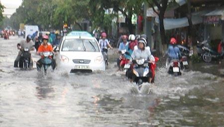 Mưa lớn, nhiều tuyến phố ở Cần Thơ ngập nặng - ảnh 13