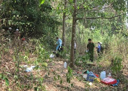 Phát hiện xác người đàn ông phân hủy trong rừng vắng - ảnh 2