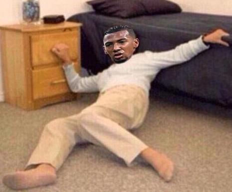 Ảnh chế hài hước pha qua người của Messi khiến Boateng trượt ngã - ảnh 7