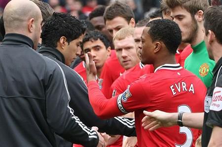 Patrice Evra sẽ tiếp tục bắt tay cố nhân Luis Suarez - ảnh 2