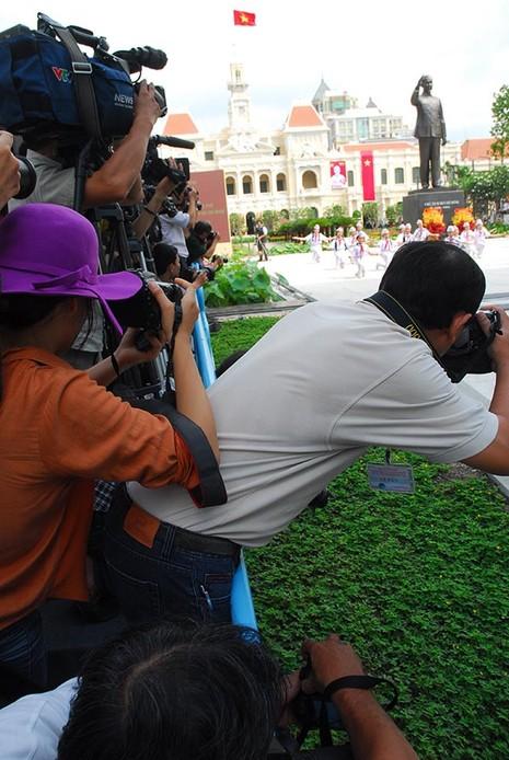 TP.HCM: Khánh thành tượng đài Chủ tịch Hồ Chí Minh  - ảnh 10
