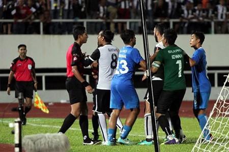 Vụ bạo động kinh khủng tại Cúp FA Malaysia: Trọng tài đúng và Bộ vào cuộc - ảnh 2